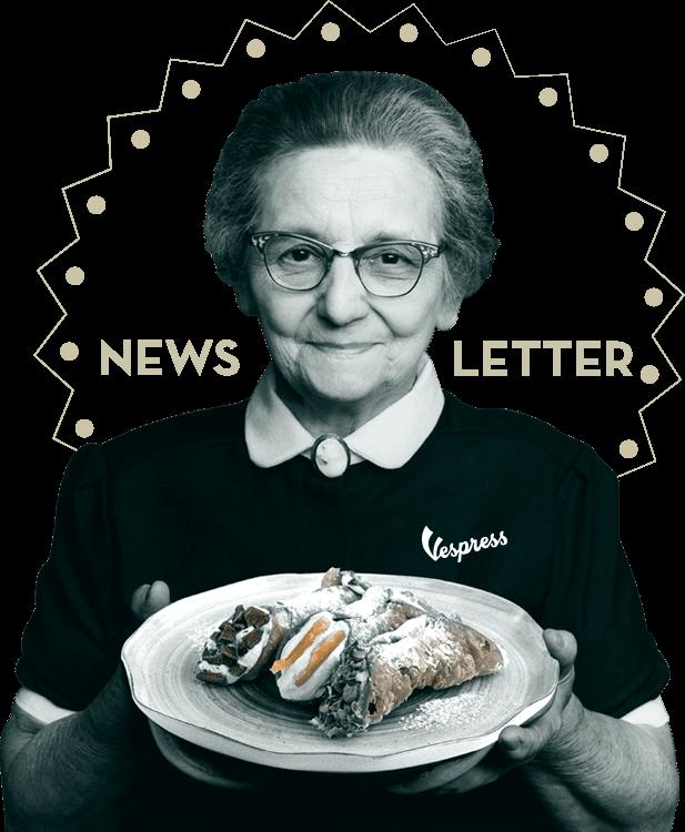 Abuela sosteniendo un plato de cannoli italiano